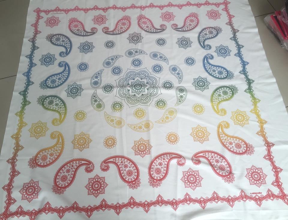şal desenli batik masa örtüsü